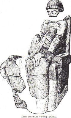 Las damas sentadas suelen representar una diosa relacionada con el inframundo, el mundo de ultratumba, como se ve claramente con la Dama de Baza.